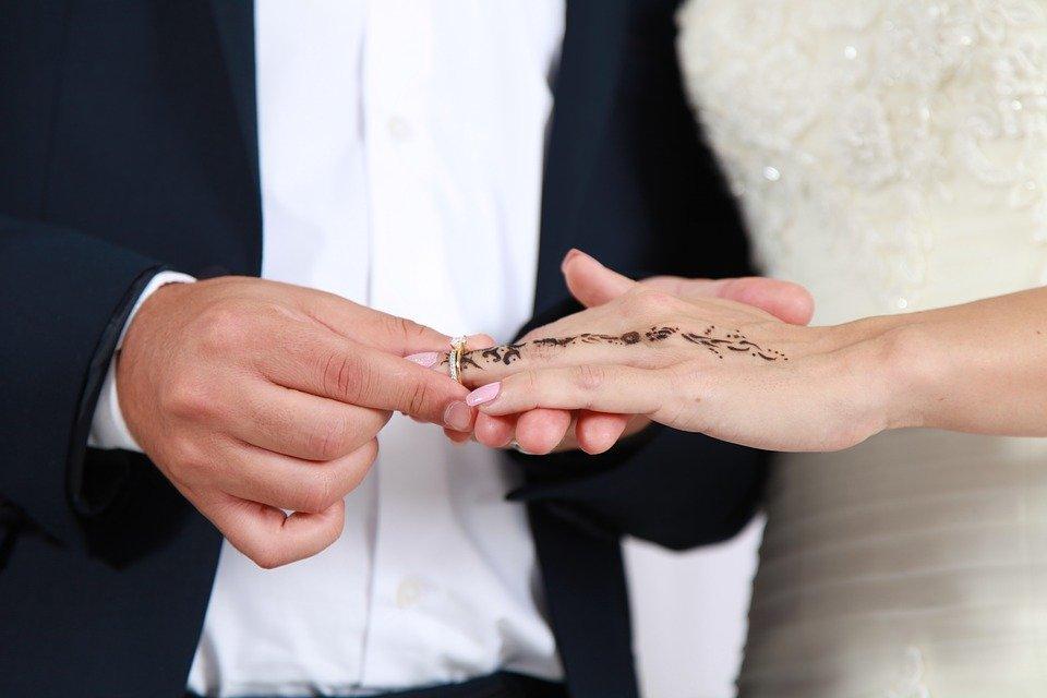 Acheter une bague de fiançailles ou une alliance pour le jour J, voici tout ce que vous devez savoir