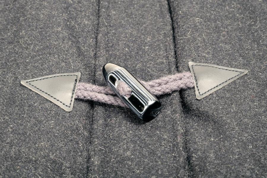 Coudre un manteau : comment choisir le tissu en laine?